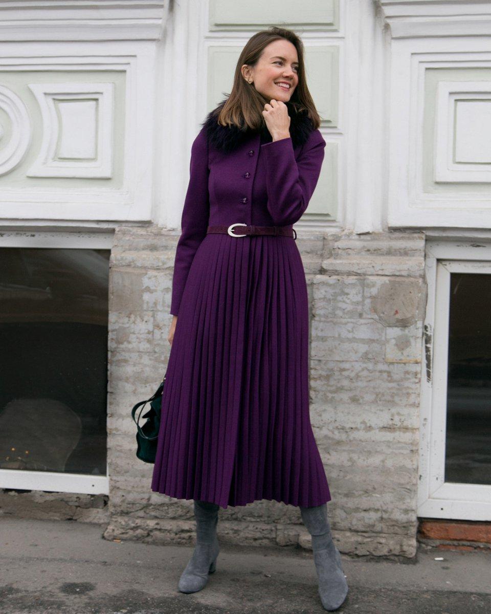 Пальто фиолетового цвета с юбкой плиссе