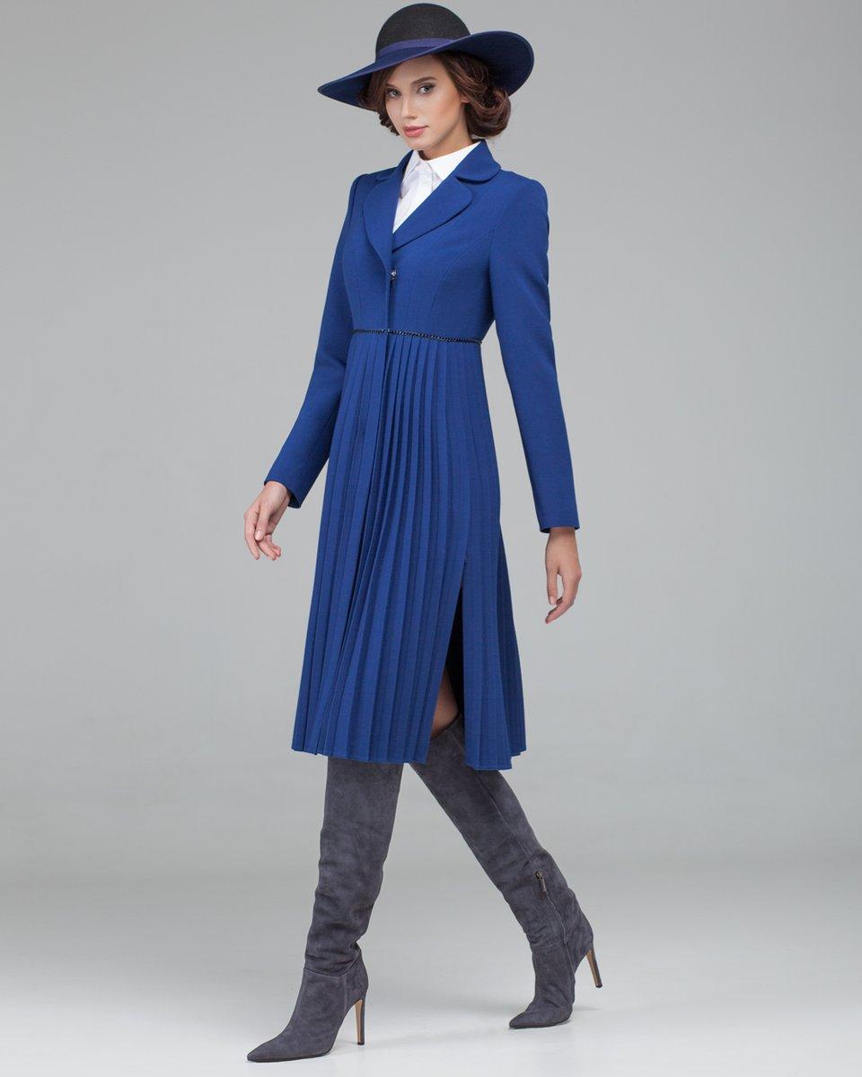 Пальто ультрамаринового цвета с юбкой плиссе