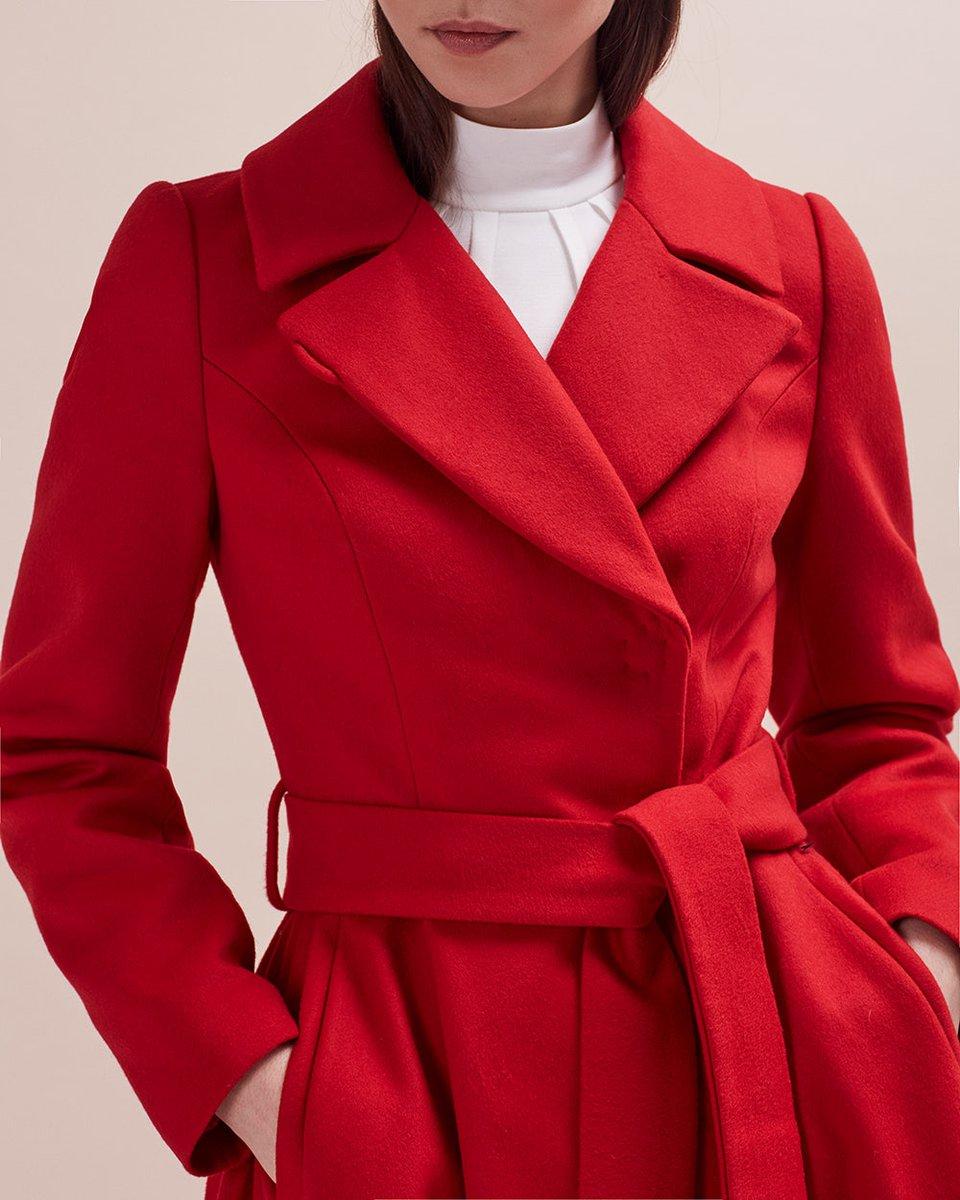 Зимнее пальто с плиссированными вставками