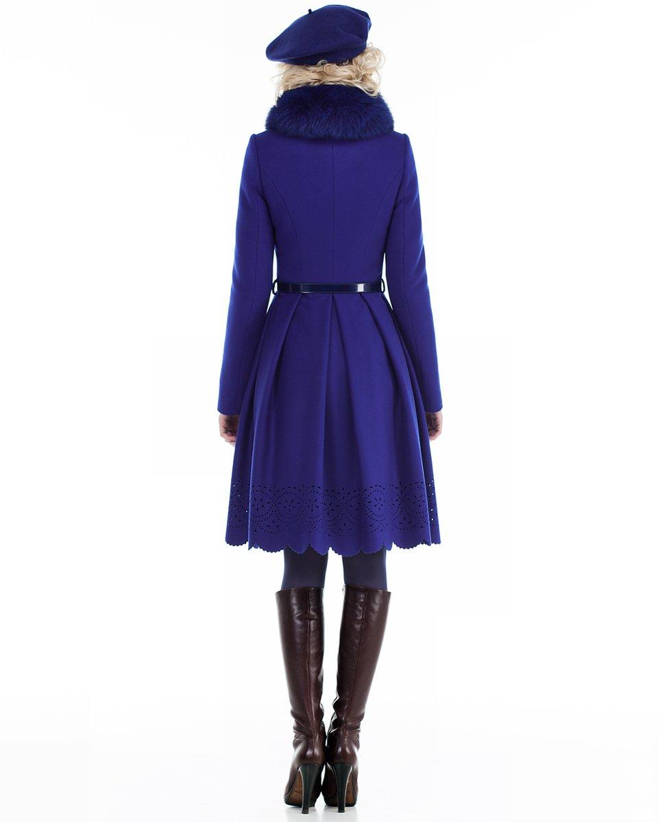 Зимнее пальто с пышной юбкой