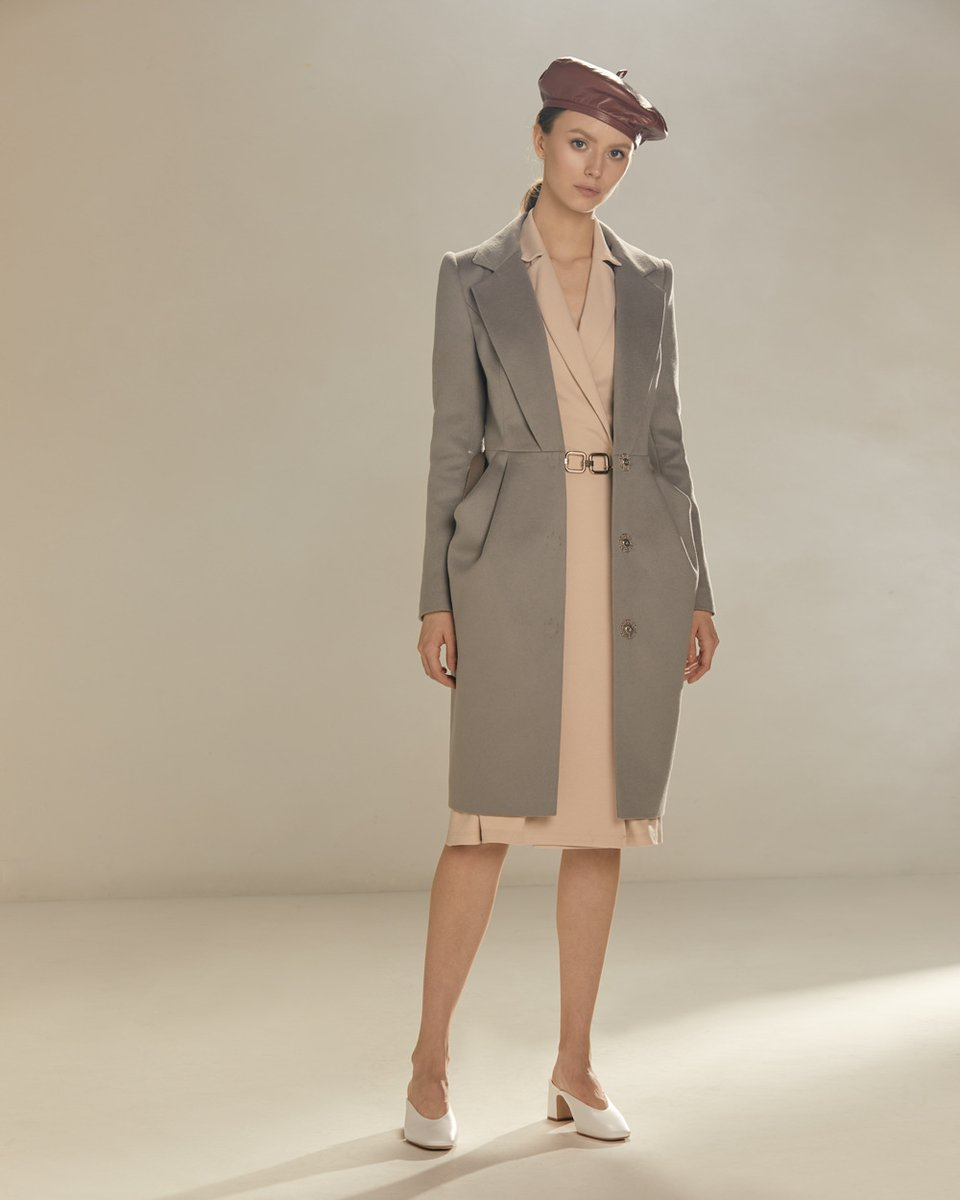 Пальто с удлиненными лацканами и юбкой-тюльпан, серого цвета