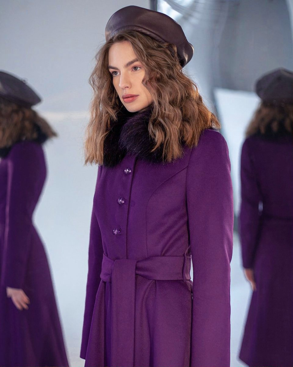 Зимнее пальто фиолетового цвета с юбкой-солнце