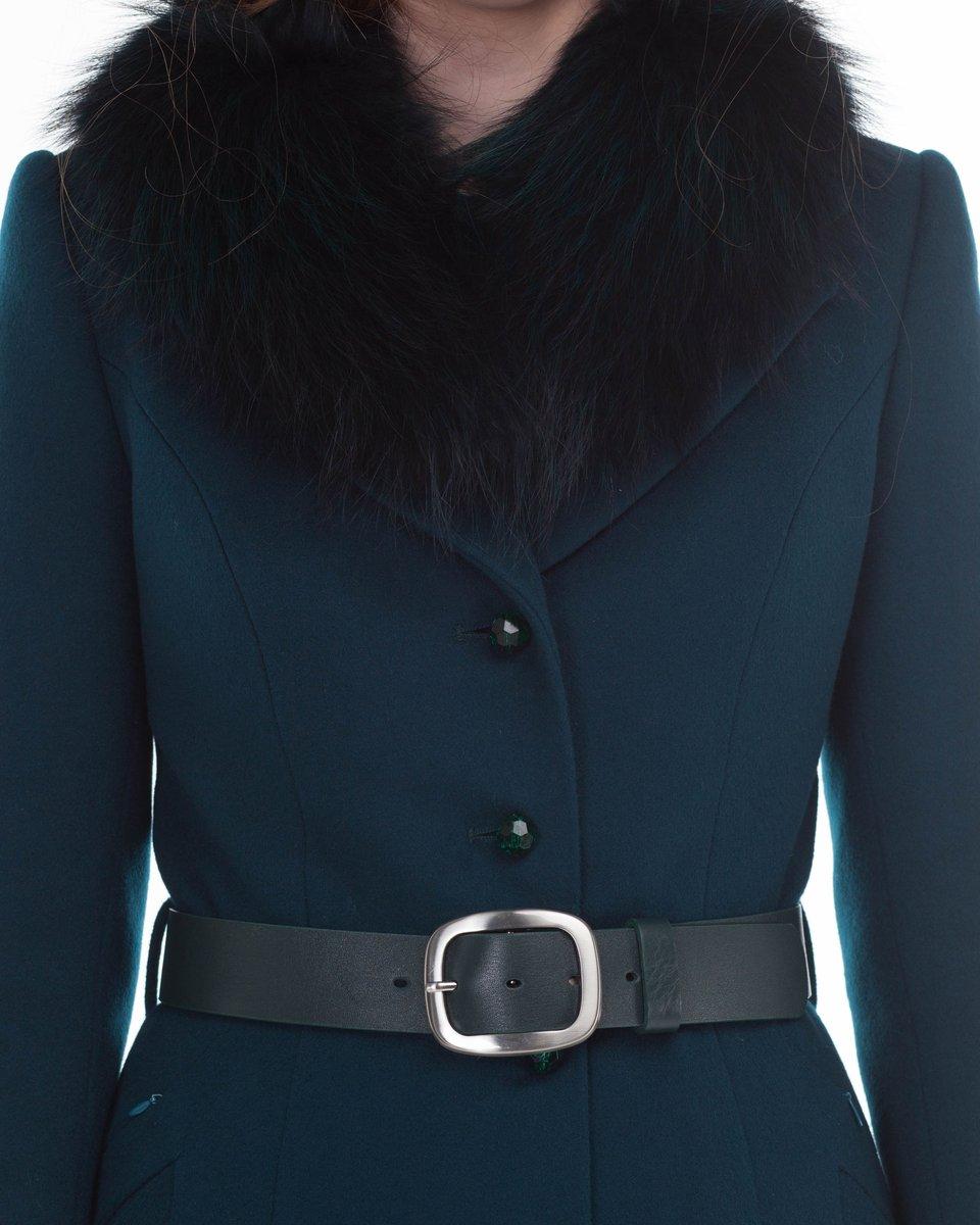 Пальто изумрудного цвета с юбкой-трапеция