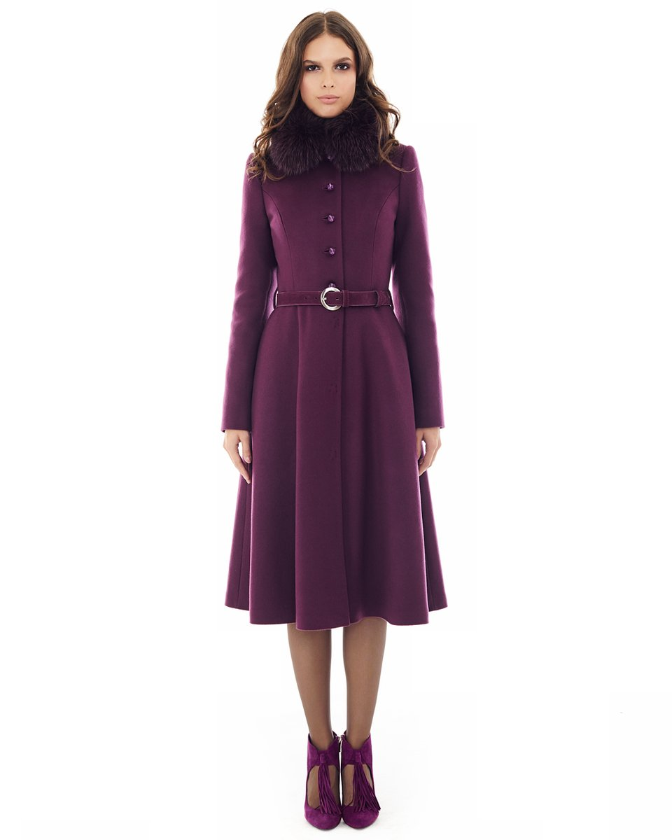 Пальто сливового цвета с расклешенной юбкой