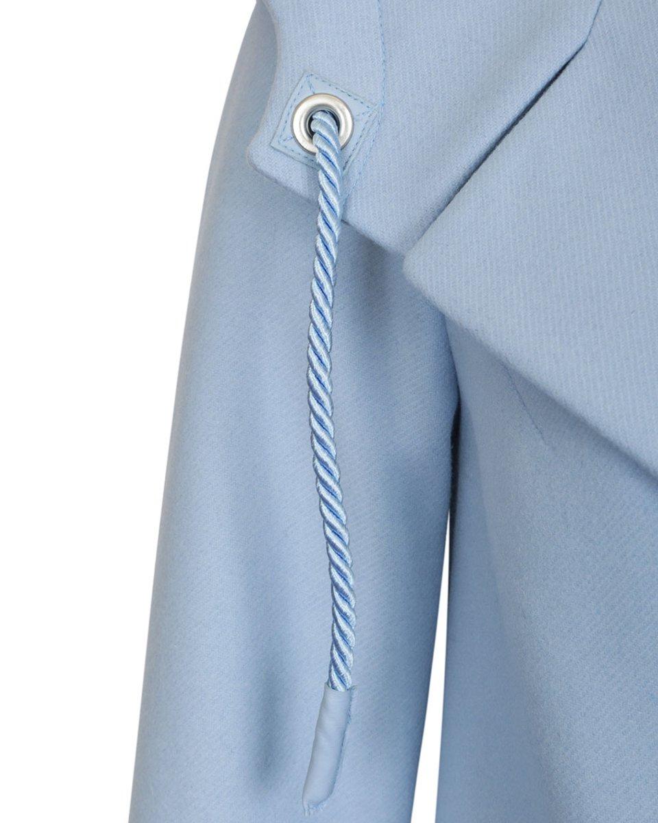 Пальто светло-голубого цвета с капюшоном