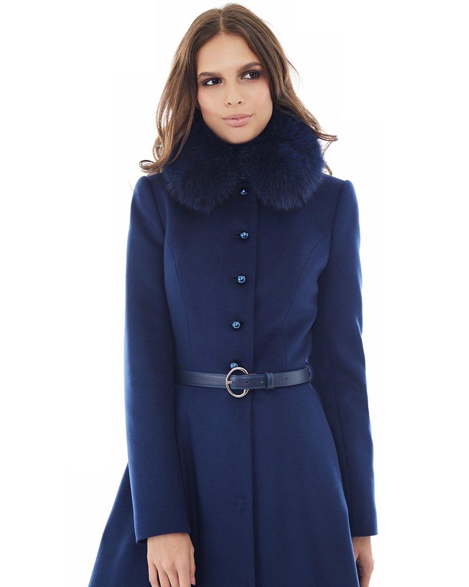 Пальто темно-синего цвета с расклешенной юбкой