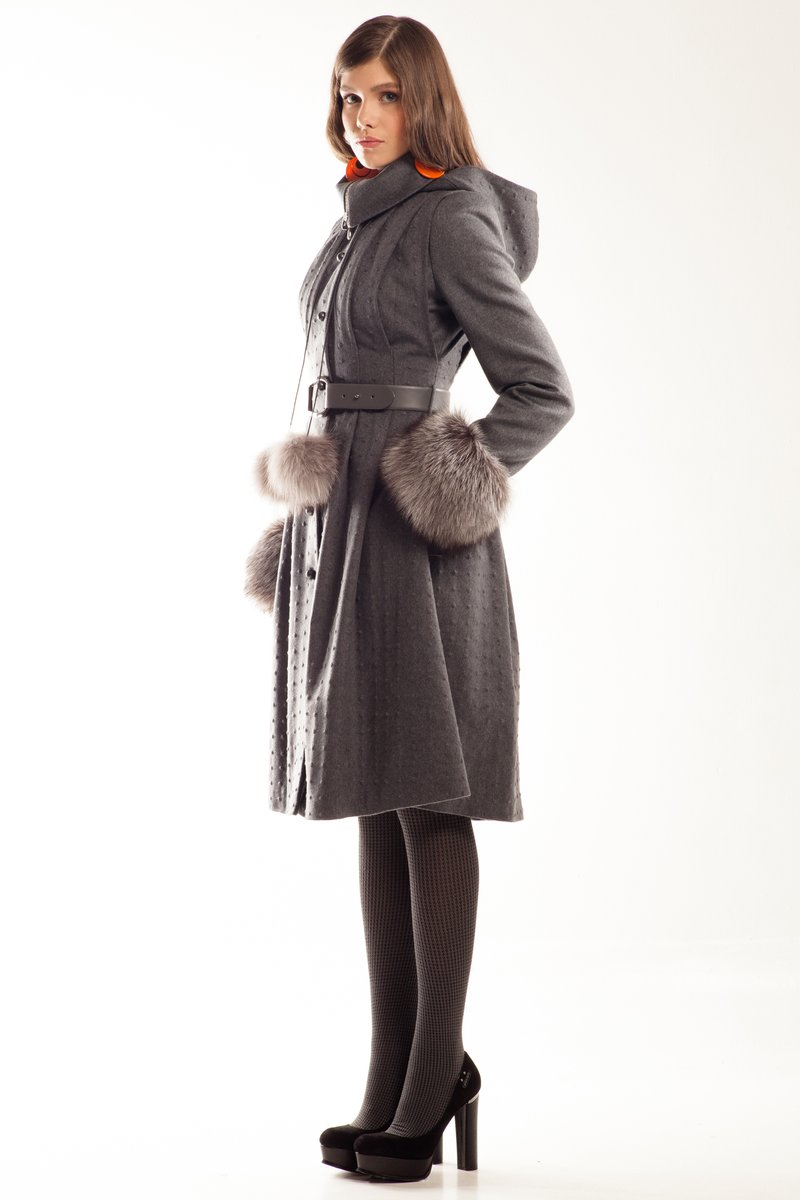Пальто-трансформер с меховыми манжетами, серое