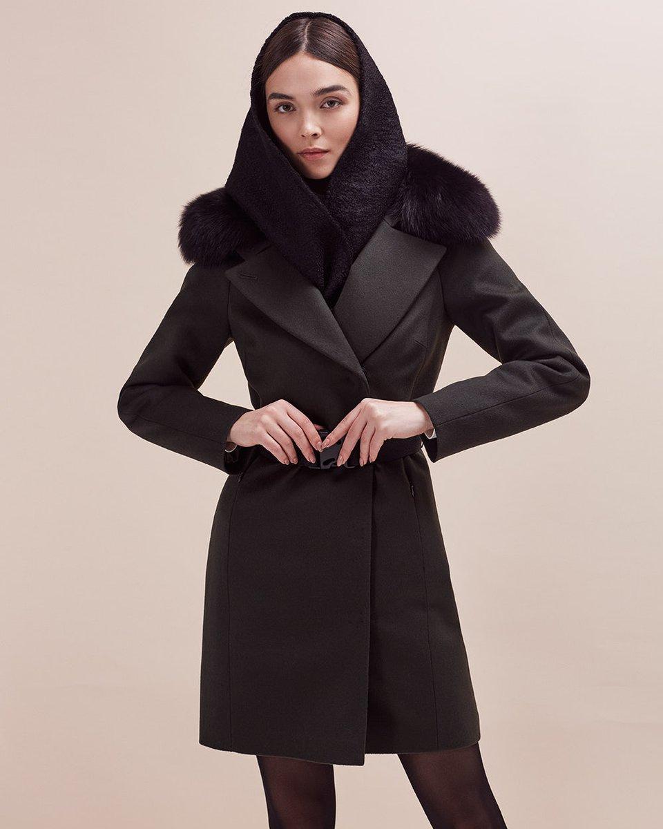 Зимнее пальто-трансформер с плиссированным шлейфом