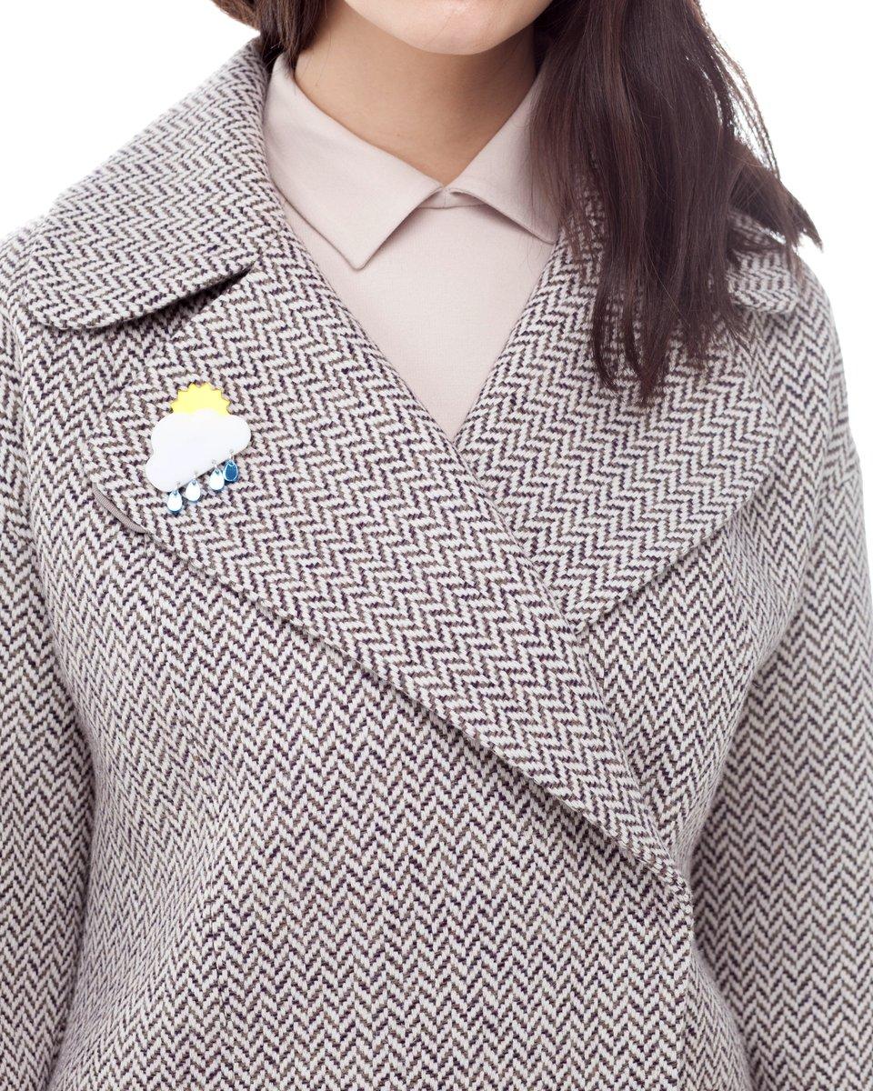 Пальто укороченного силуэта из твида бежевого цвета