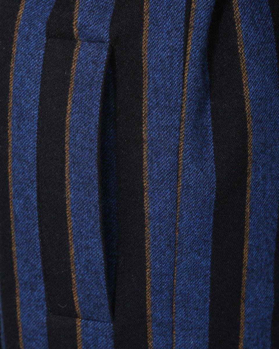 Зимнее пальто в широкую полоску
