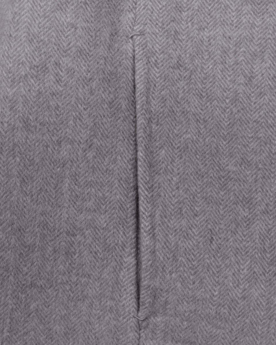 Двубортное пальто серого цвета