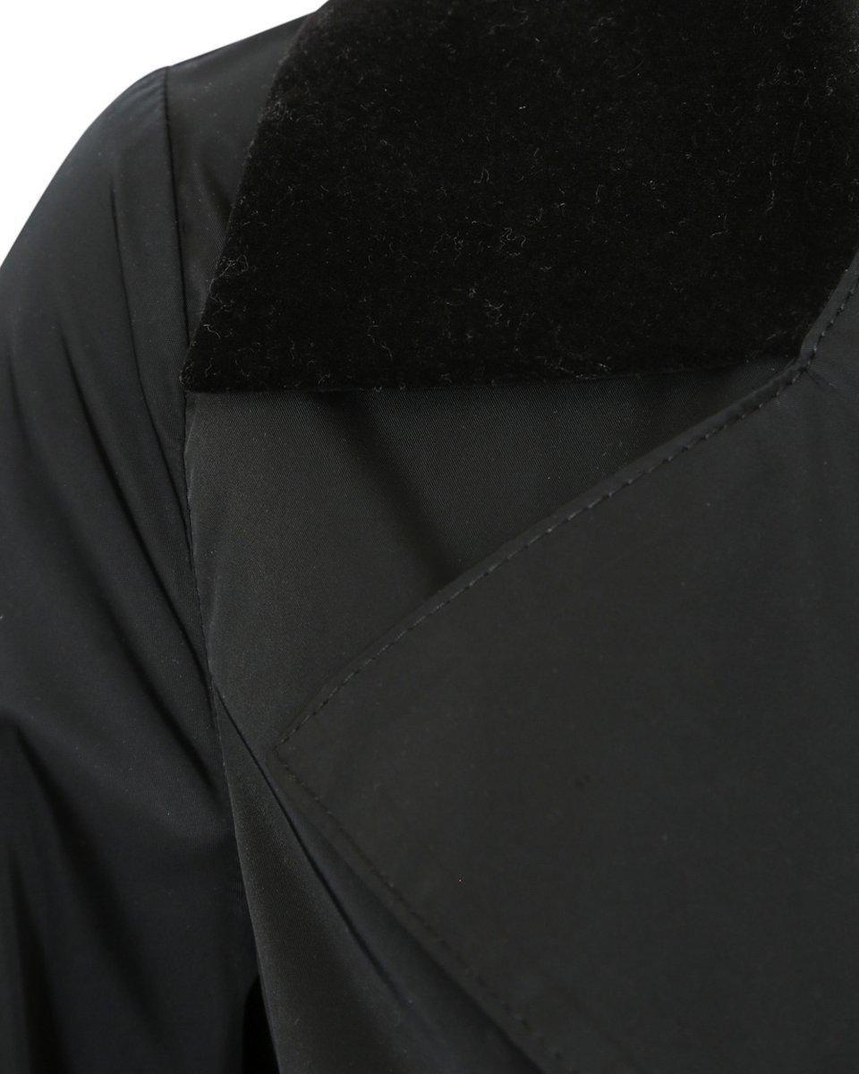 Плащ черного цвета с воланом