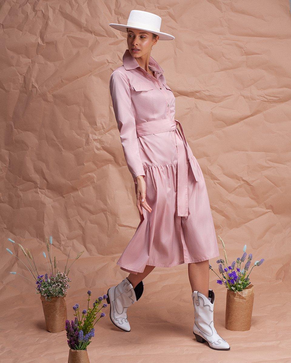 Плащ розового цвета с планкой
