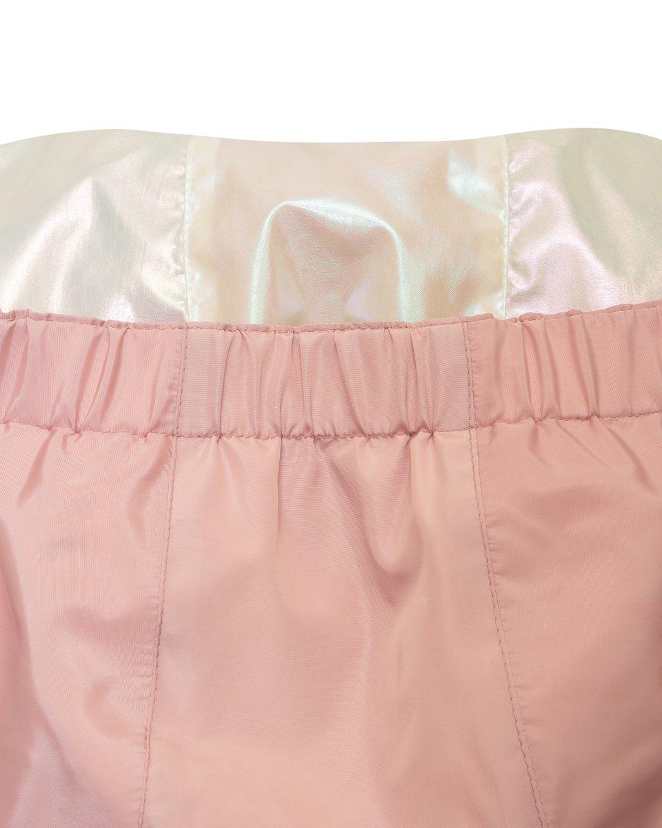 Плащ розового цвета с перламутровой отделкой
