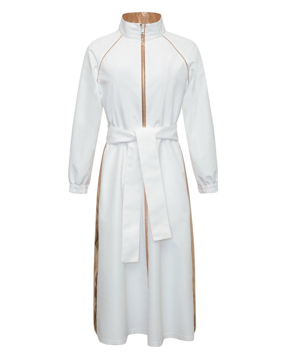 Плащ с юбкой-трапецией белого цвета с бронзовой отделкой