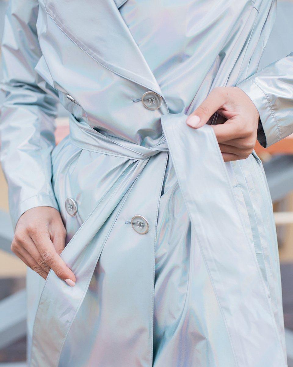 Двубортный плащ серебряного цвета