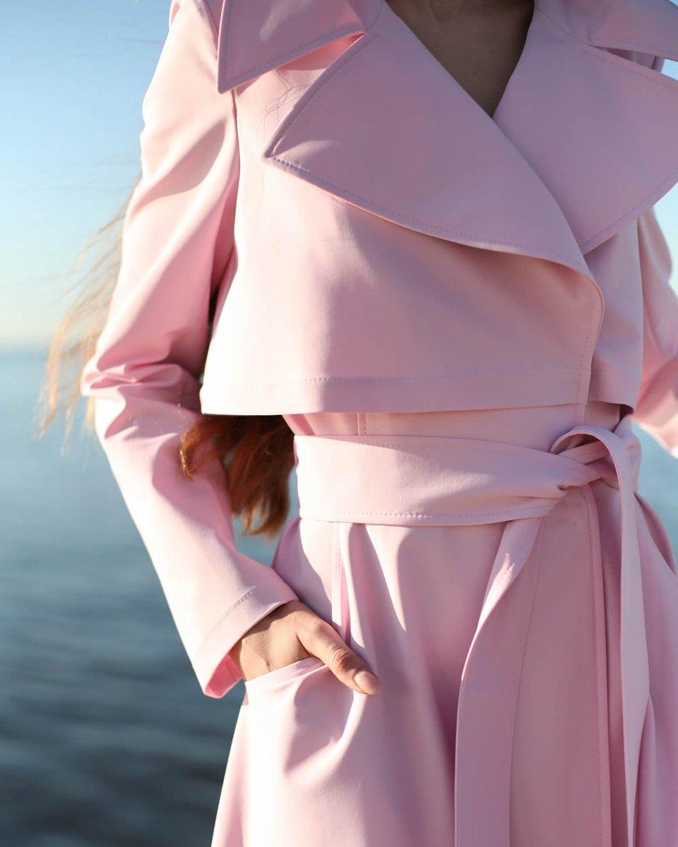 Плащ розового цвета с английским воротником