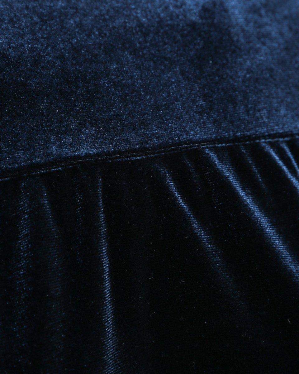 Бархатное платье с ярусными воланами