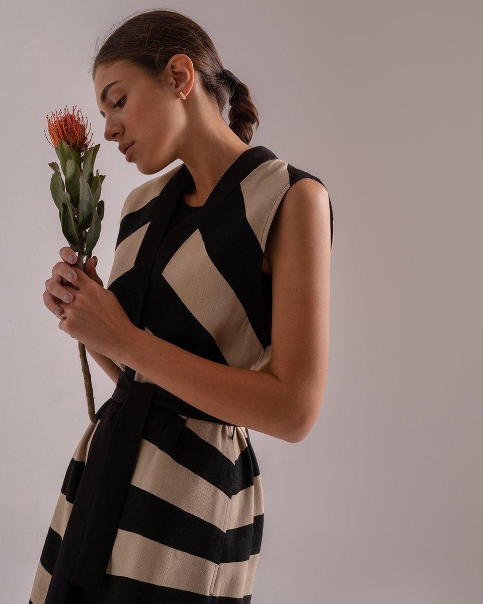 Легкое платье-жилет в широкую полоску