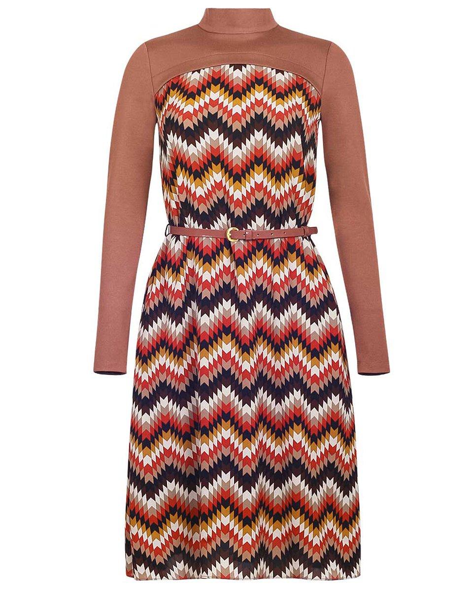 Платье длины миди песочного цвета из комбинированной ткани с принтом зигзаг