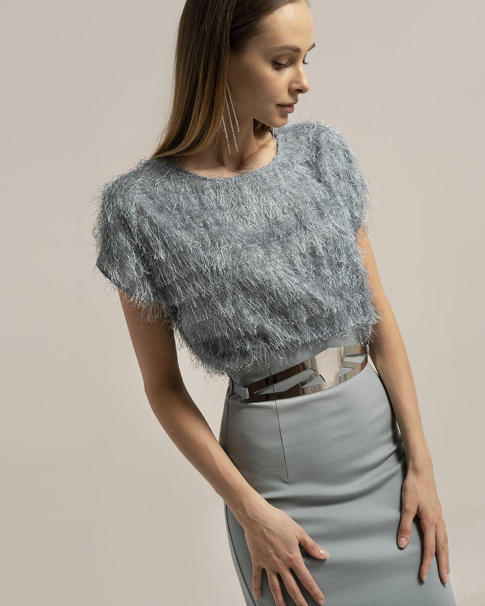 Трикотажное платье с бахромой и металлическим ремнем