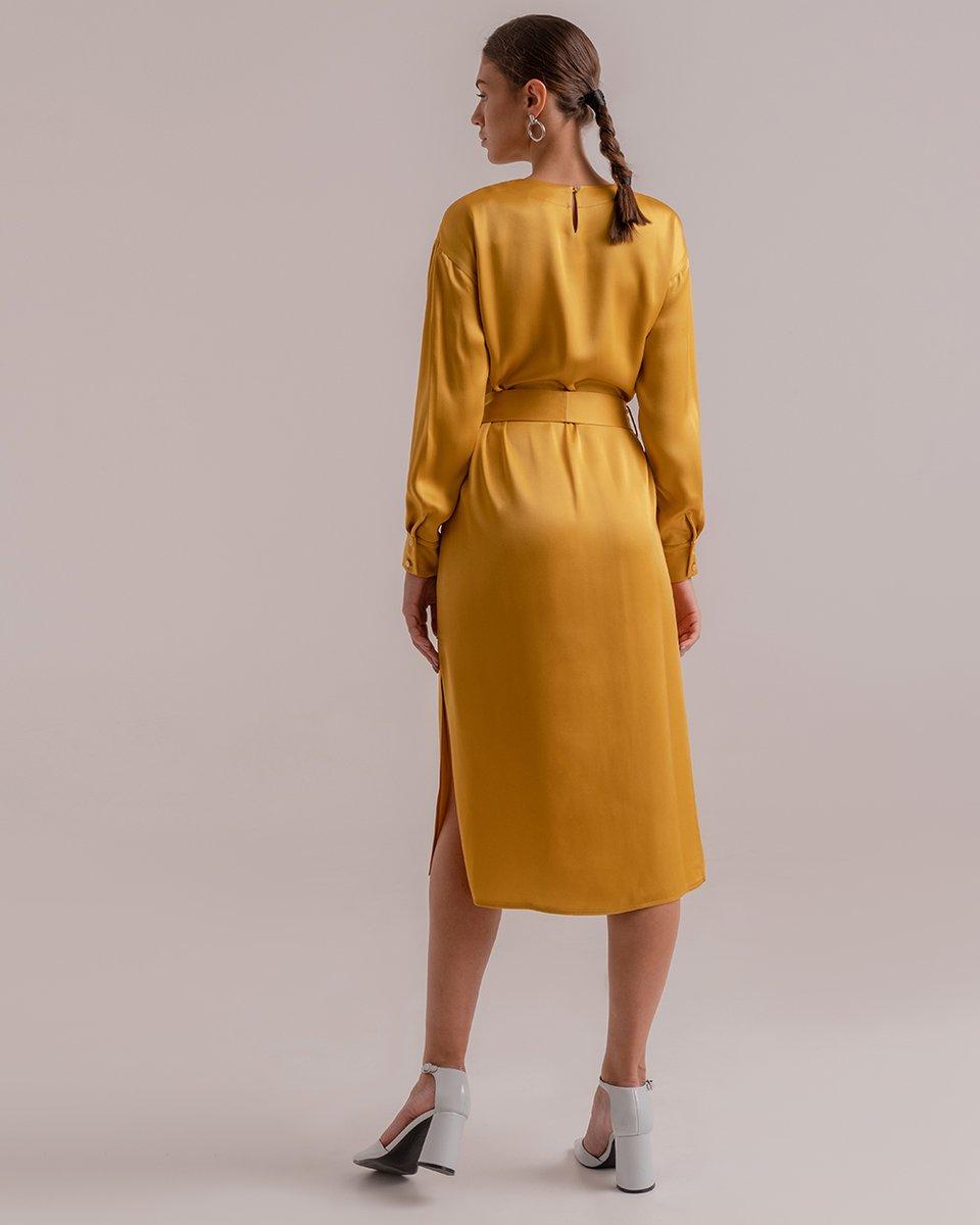 Атласное платье горчичного цвета