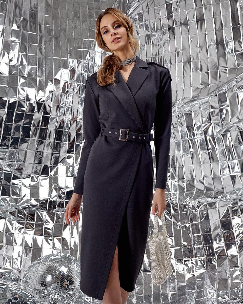 Платье графитового цвета с лацканами и поясом
