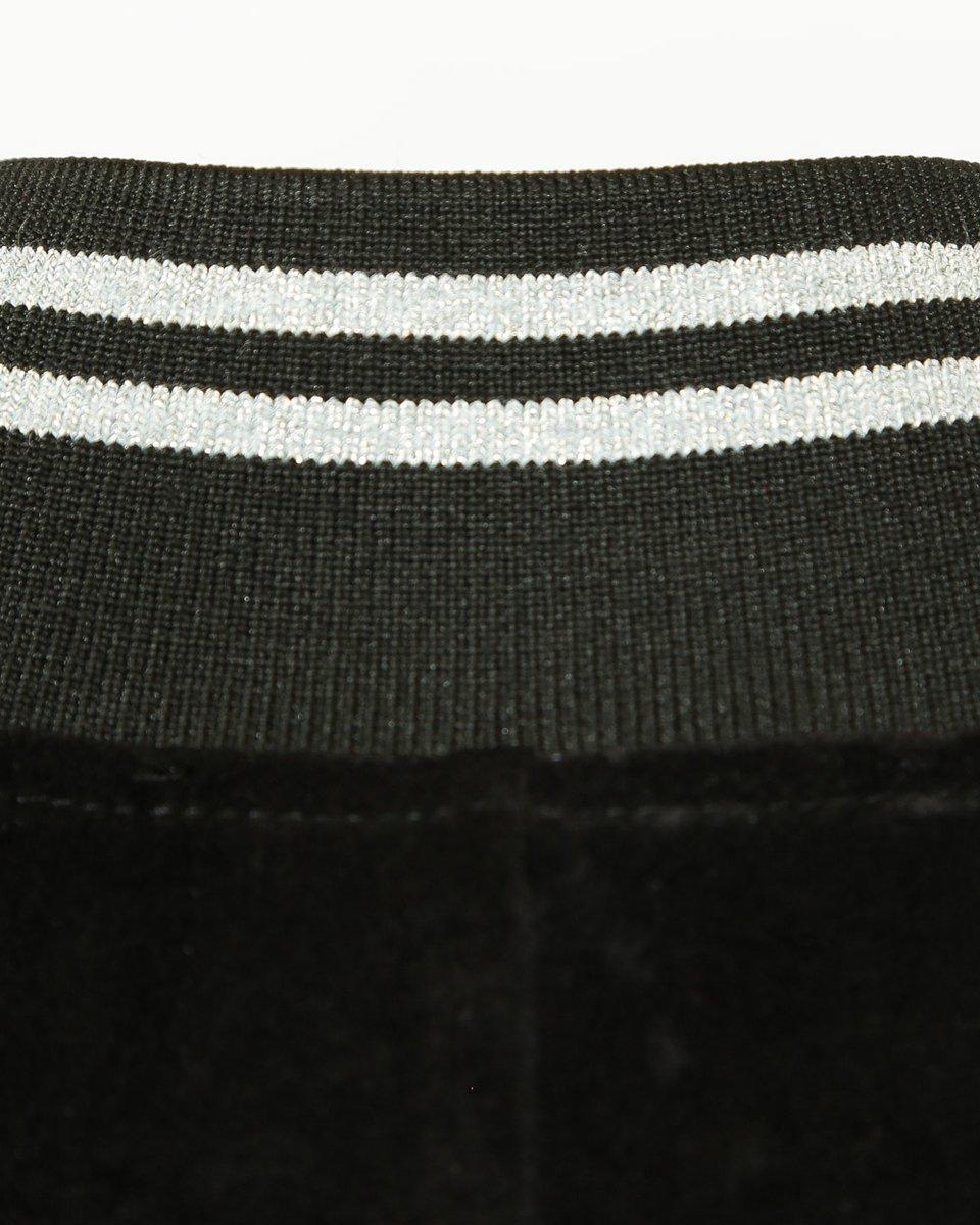 Платье из бархата черного цвета с трикотажными манжетами