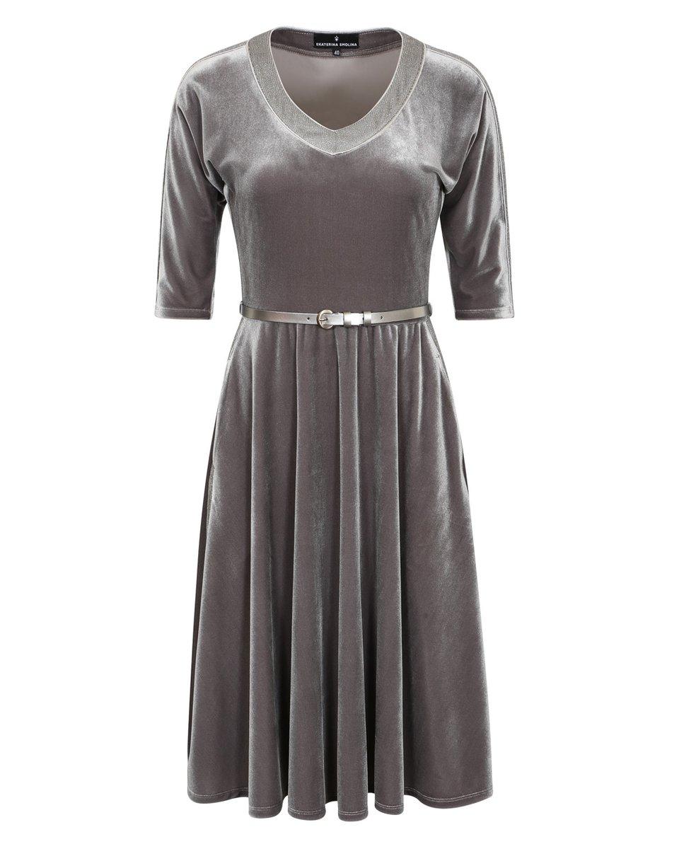 Платье из бархата серого цвета