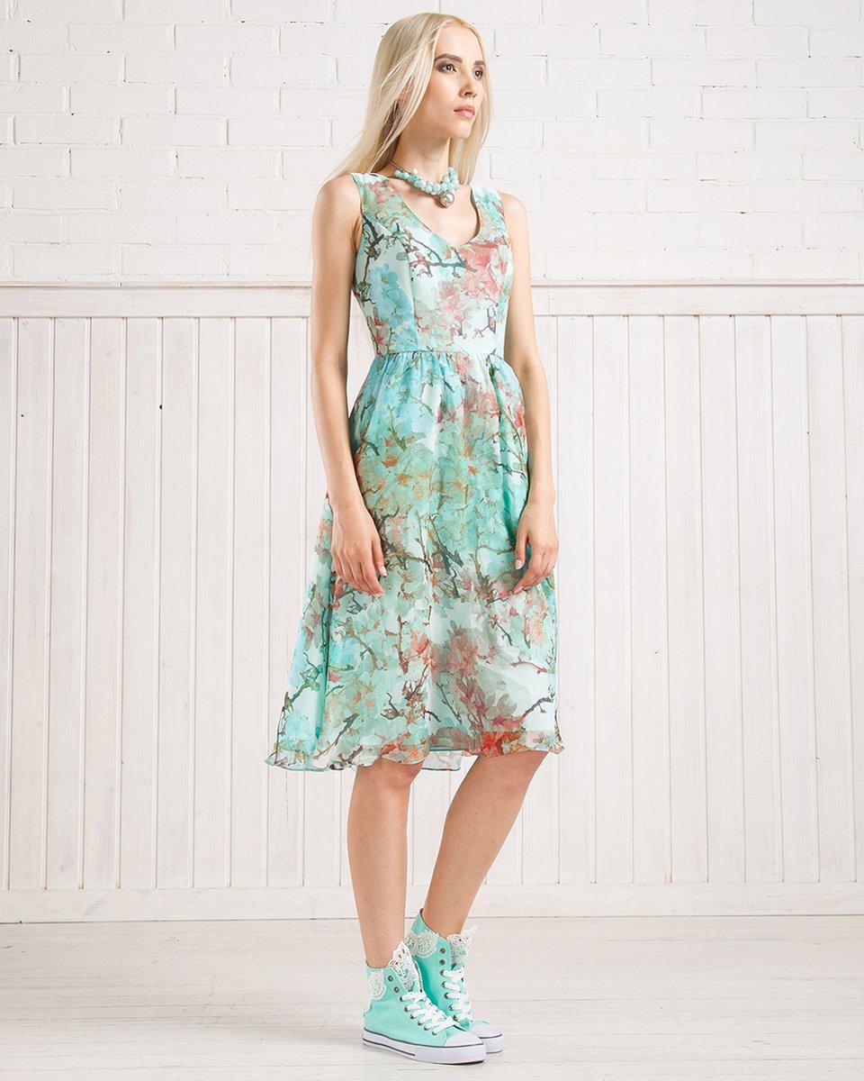 Платье из натурального шелка с пуговицами сзади
