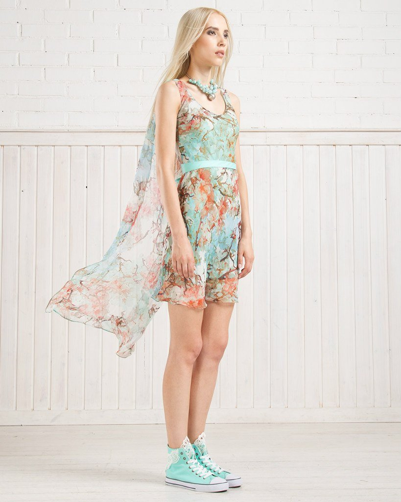 Платье из натурального шелка с воздушным шлейфом