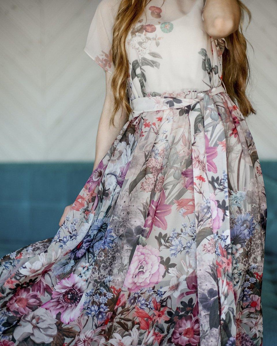 Шелковое платье с флористичным рисунком