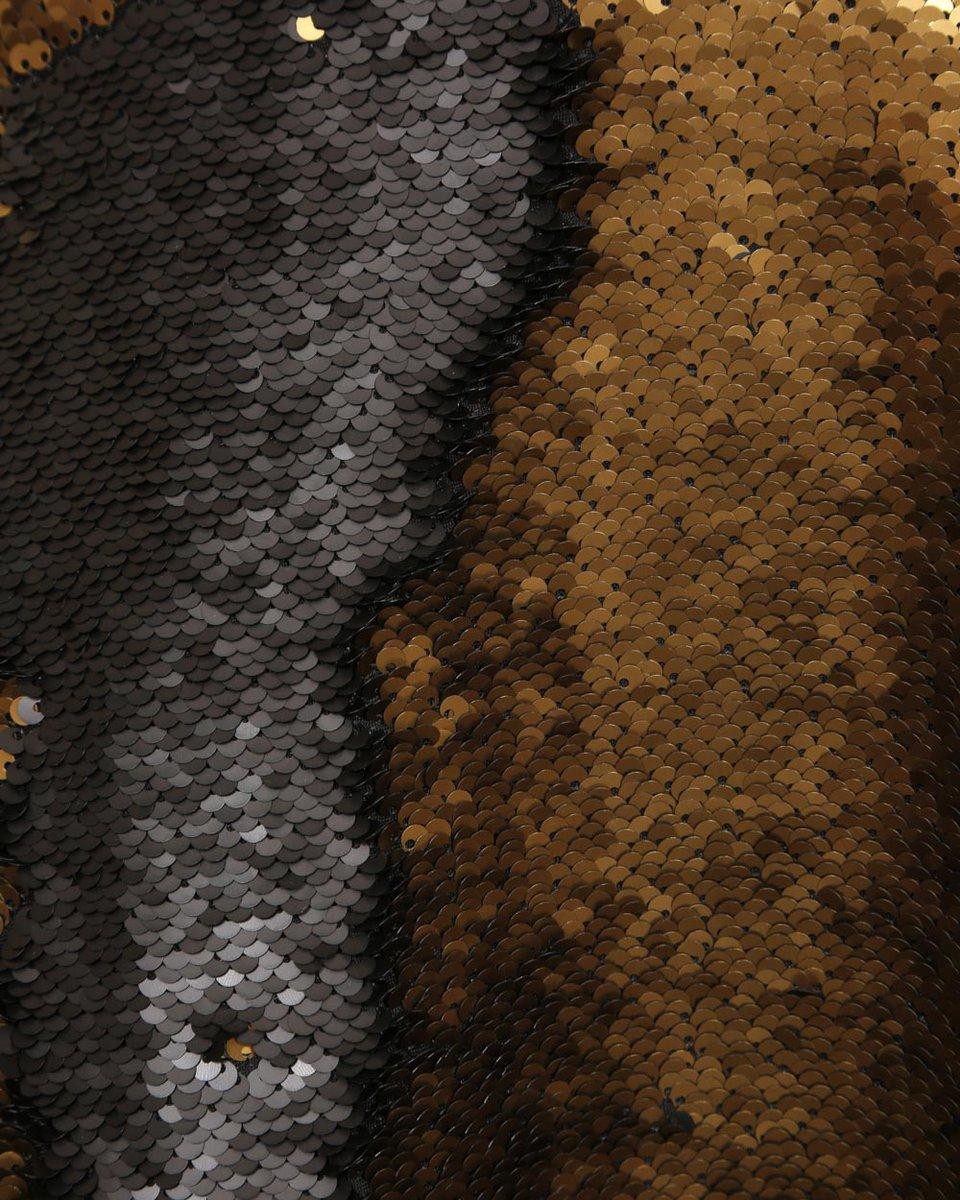 Платье комбинированное декорированное золотыми пайетками