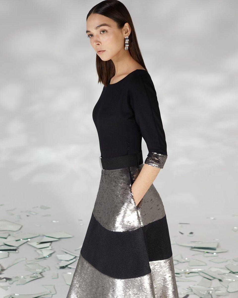 Платье из трикотажа комбинированное с серебристыми пайетками