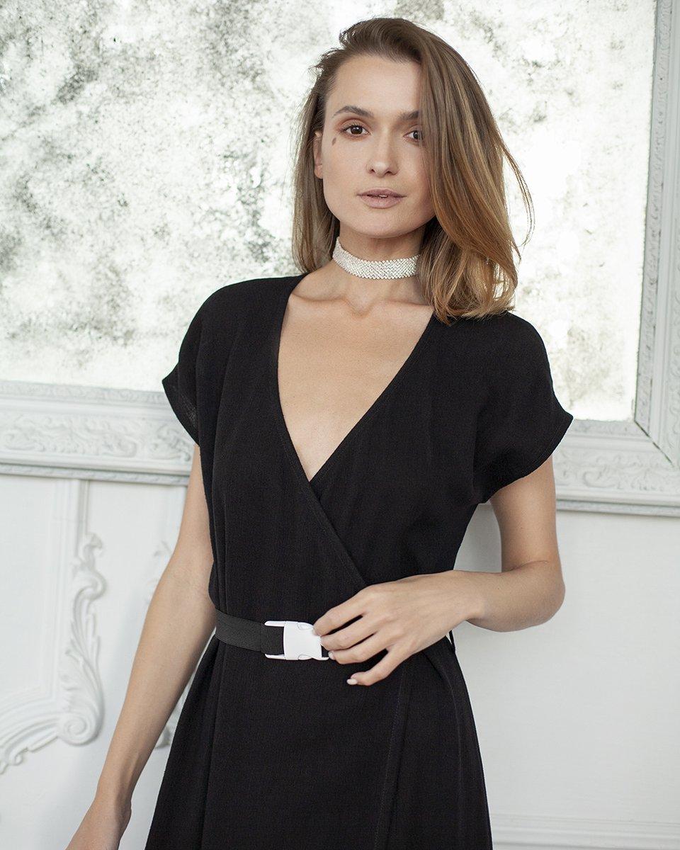 Платье с воланом на юбке, черного цвета