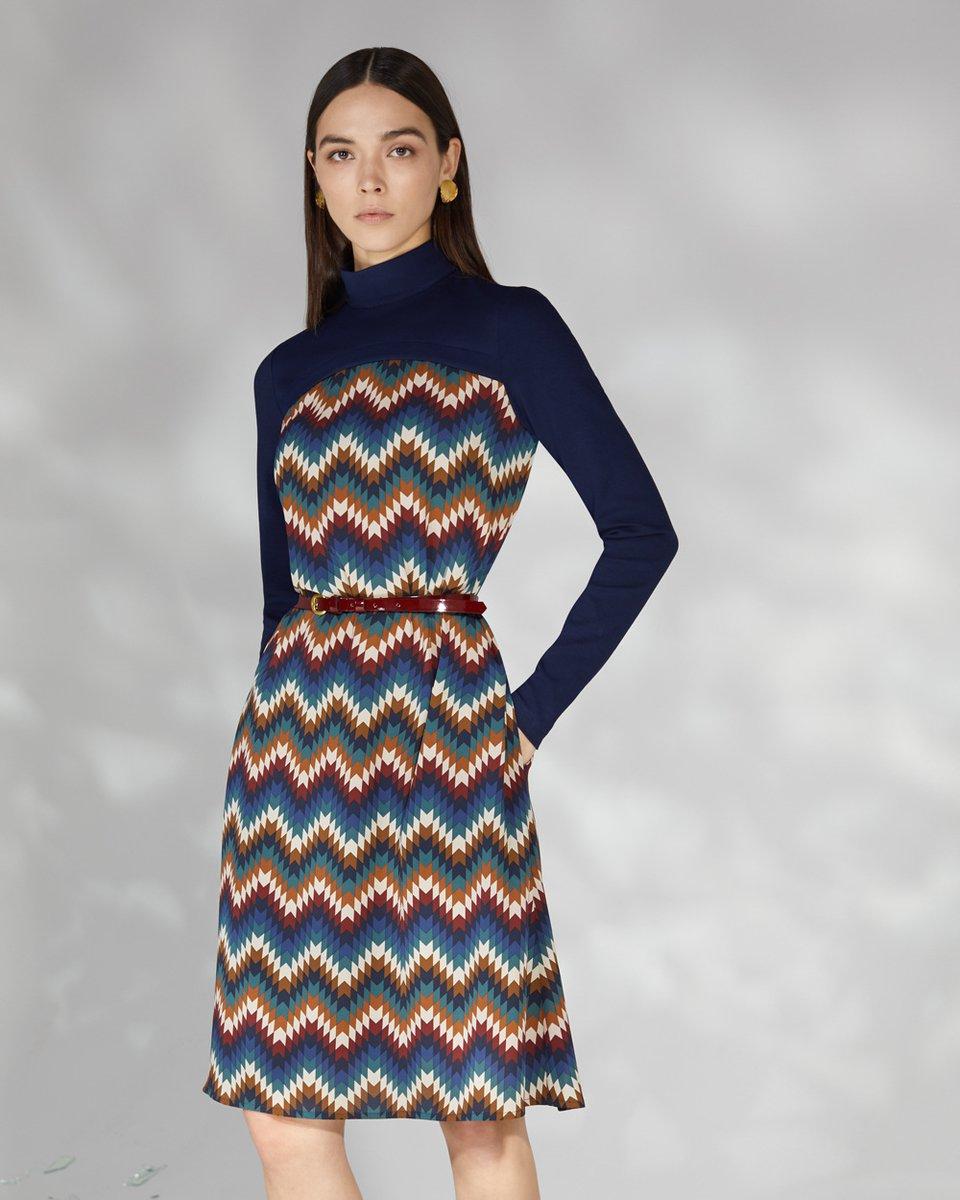 """Платье из комбинированной ткани с принтом """"зигзаг"""""""
