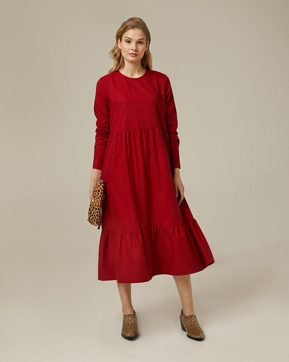 Ярусное платье брусничного цвета с длинным рукавом