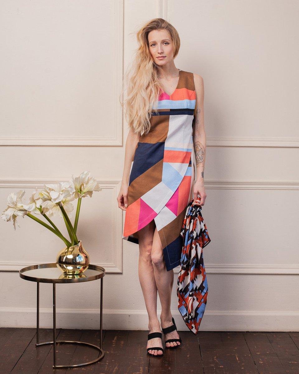 Платье с асимметричным кроем