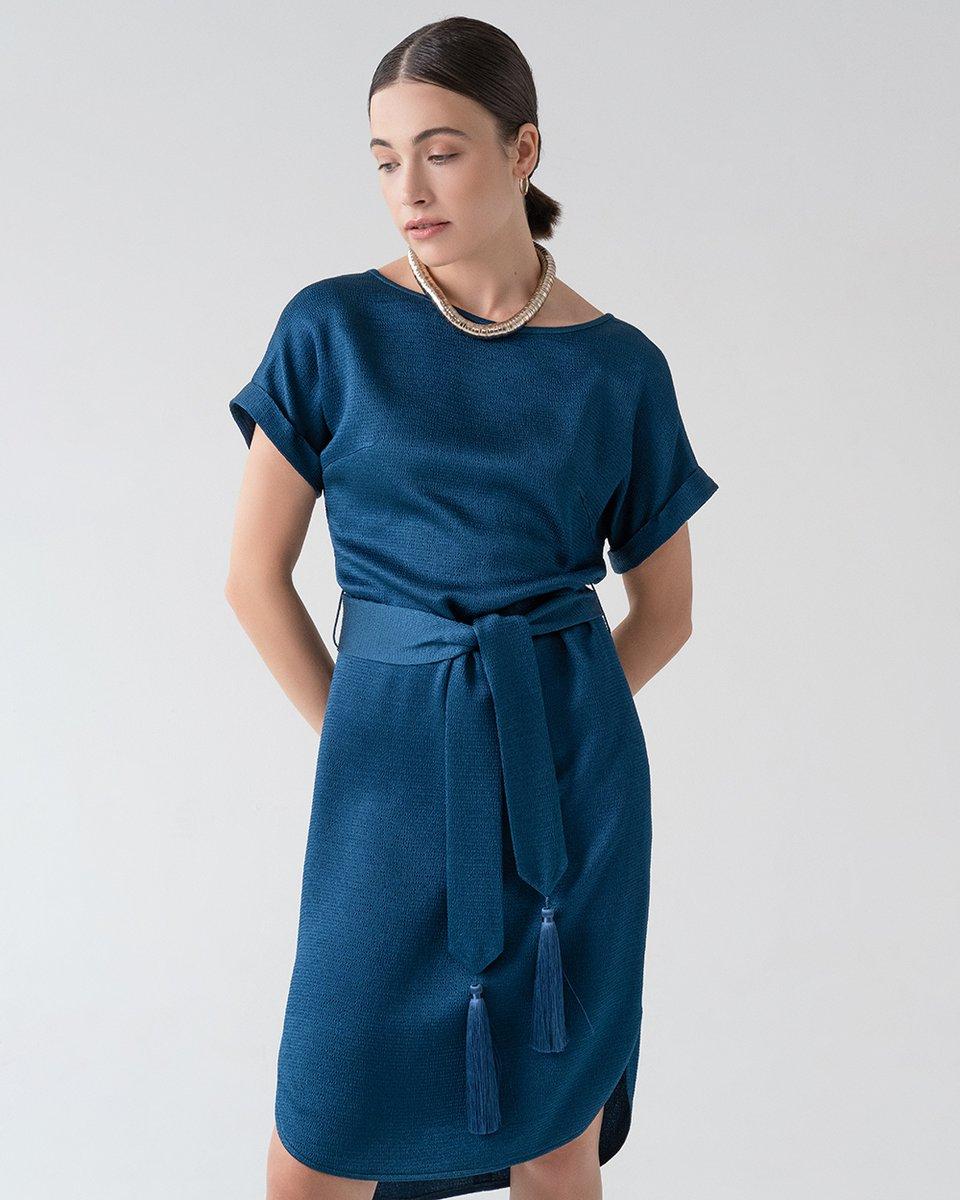 Платье сапфирового цвета с декоративными кистями