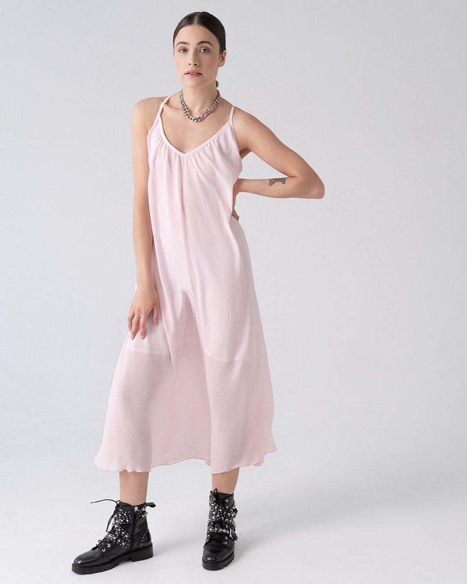 Платье розового цвета на бретелях с открытой спиной