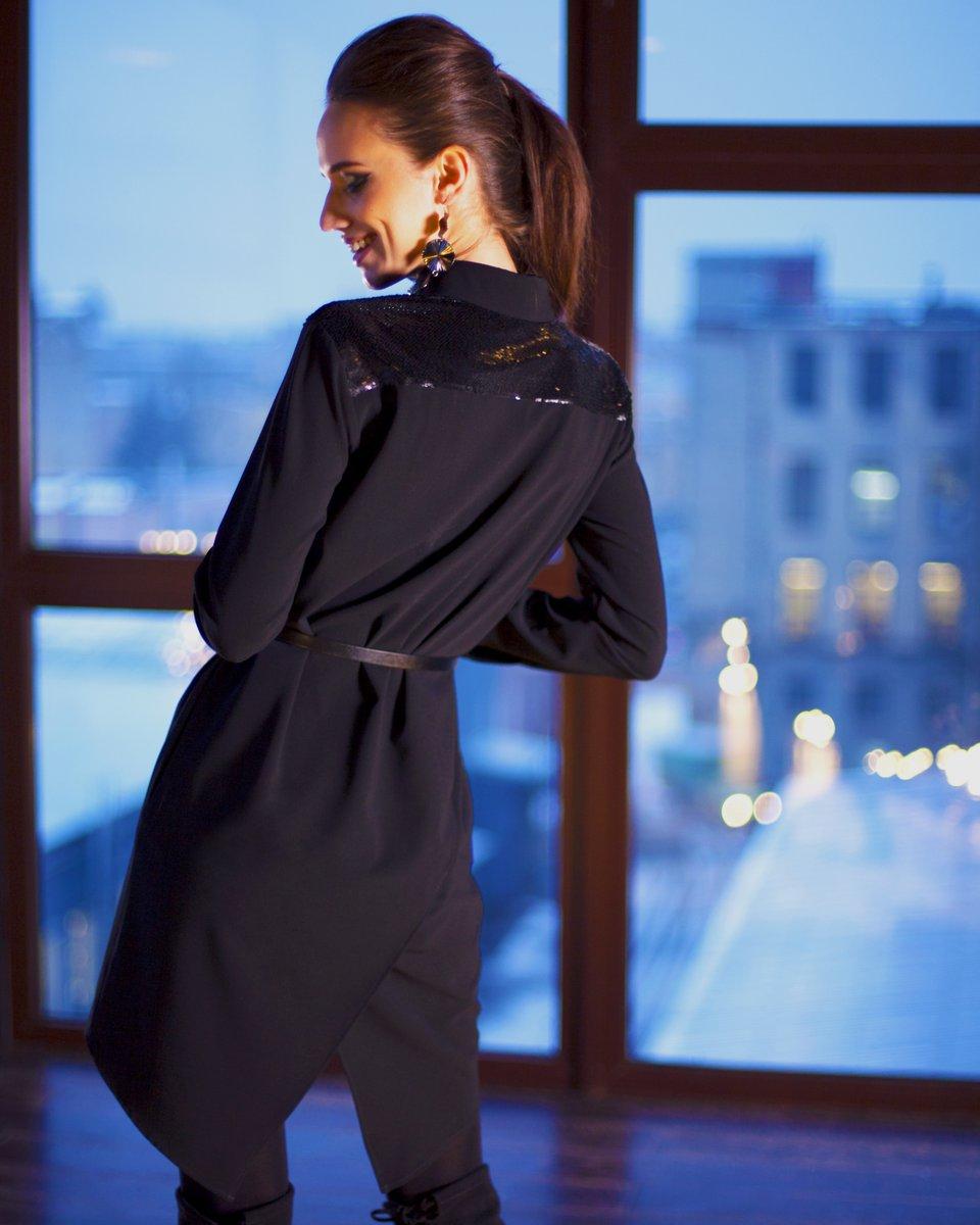 Платье-рубашка черного цвета со вставками из пайеток