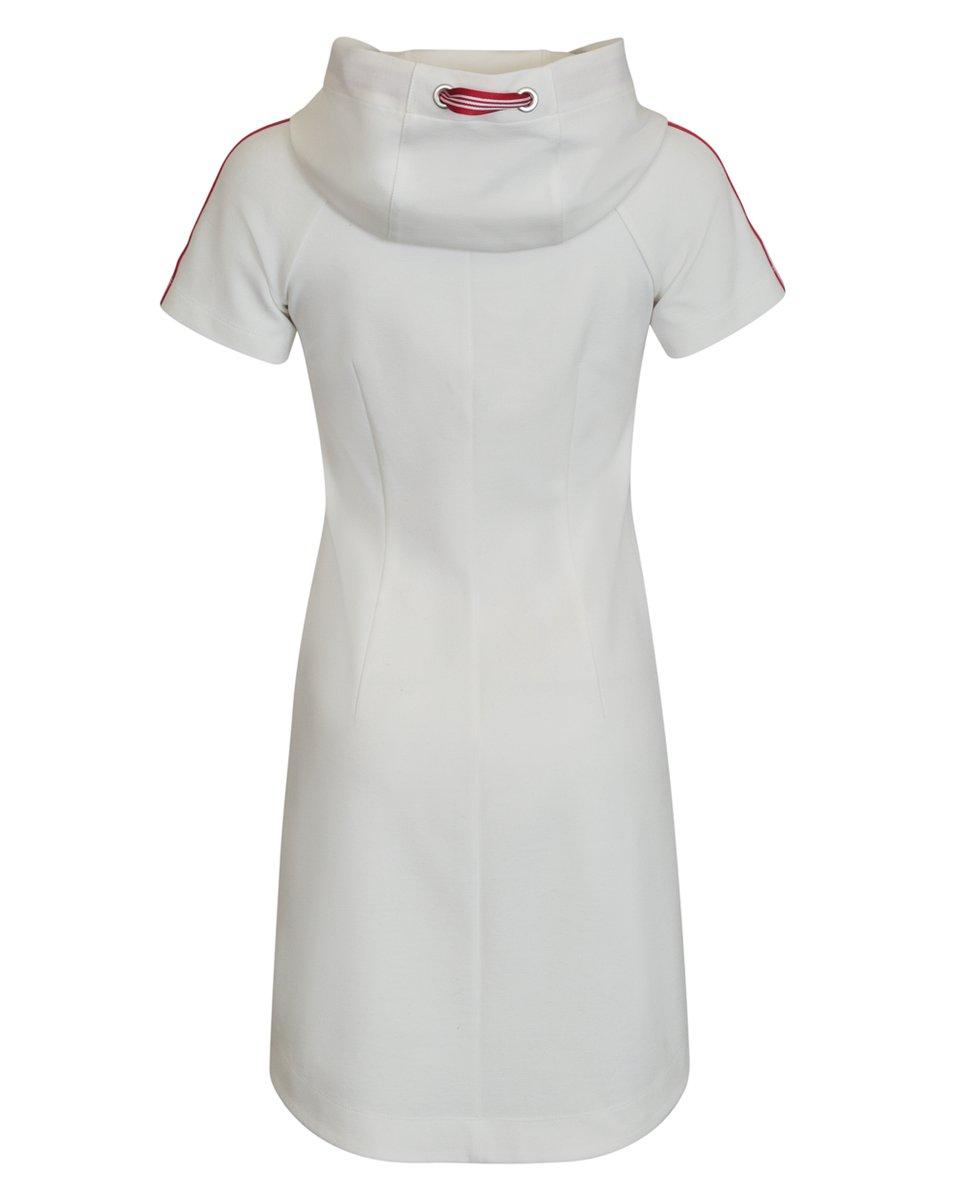 Платье белого цвета с капюшоном и лампасами