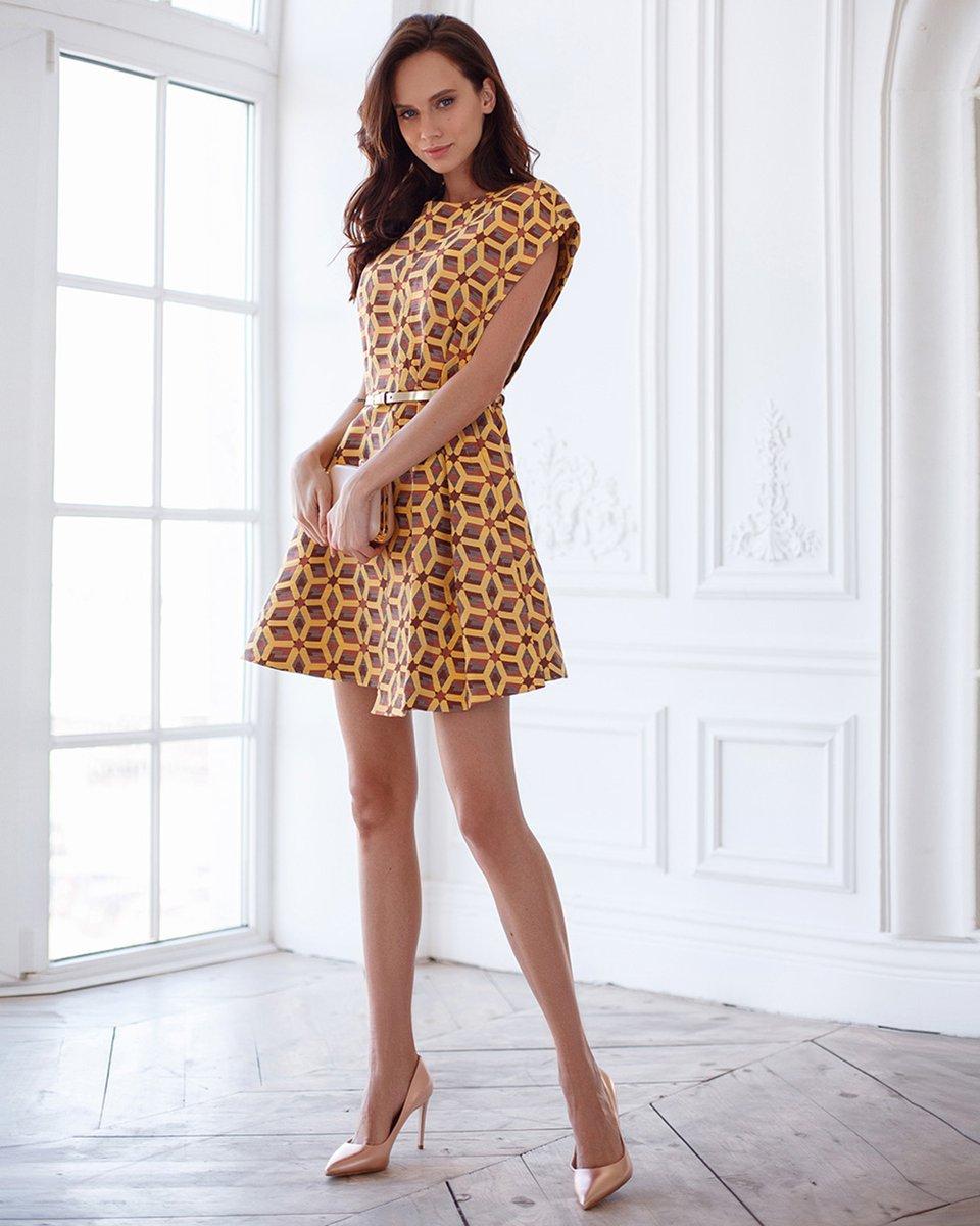 Платье из жаккарда, цвета медного золота