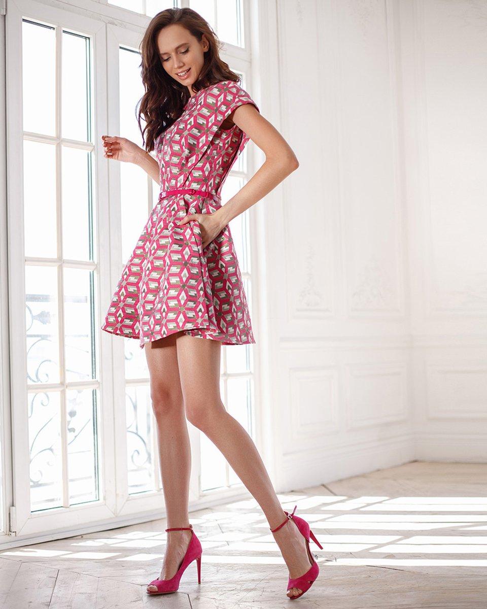 Платье из жаккарда, цвета фуксии