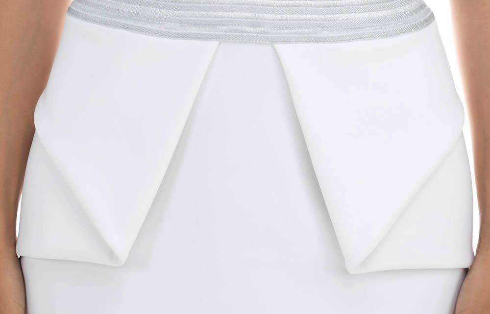 Платье с фигурными вырезами и пайетками