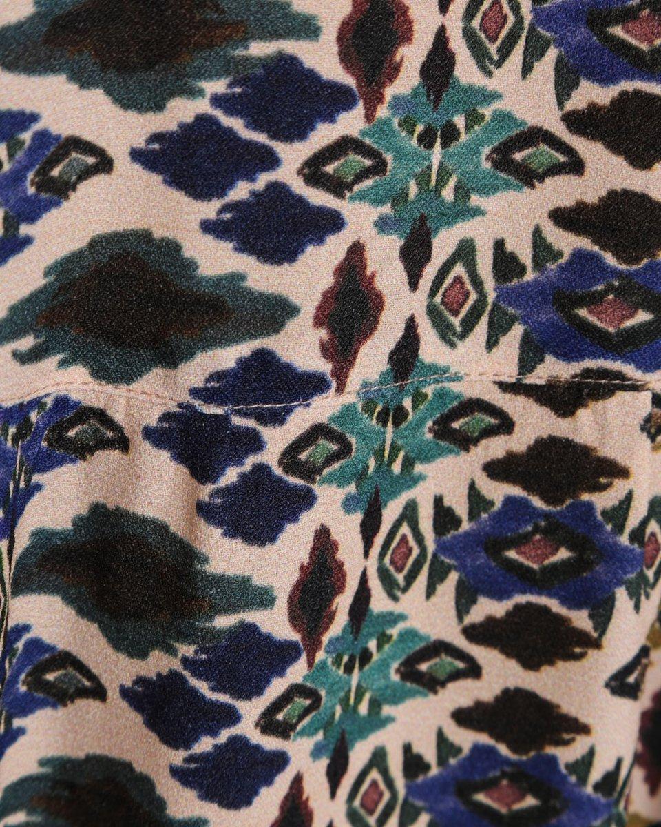 Платье с ярким геометрическим принтом