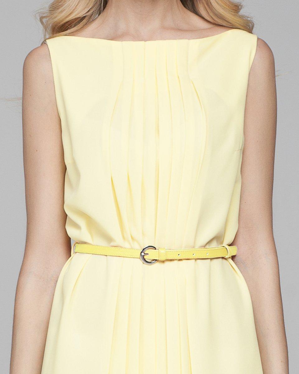 Платье с плиссировкой по центру