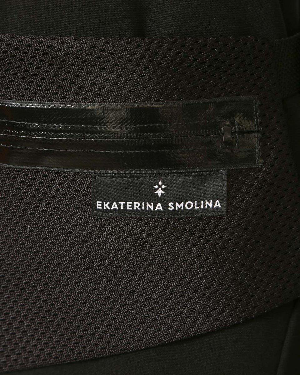 Платье из трикотажа с поясной сумкой, черного цвета