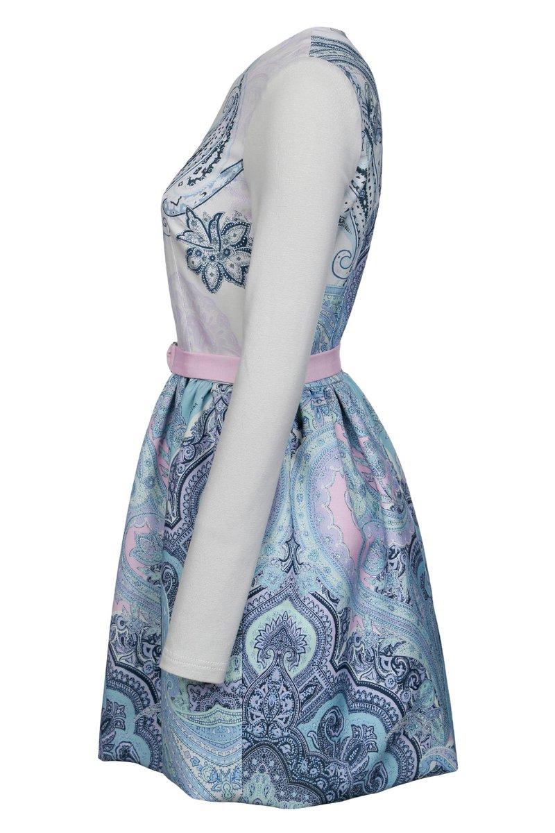 Приталеннное платье из комбинированной ткани с авторским принтом