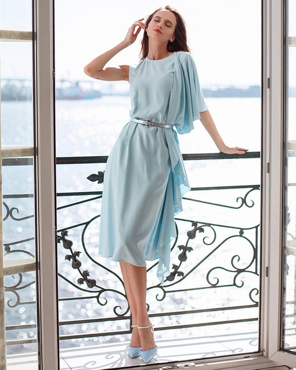 Платье с асимметричным воланом
